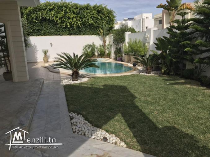 Villa S+5 à gammarth zone touristique avec Jardin Ref VL421