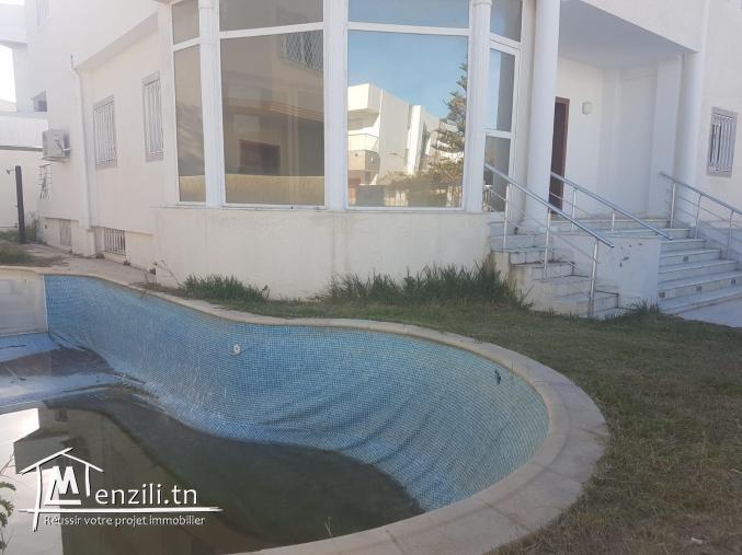 Villa au lac 2 avec Piscine et jardin Ref MVV0081