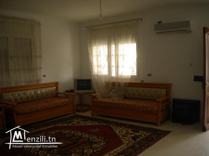 Un appartement de 90 m² ayant une terrasse de 40 m² à 180 MDT