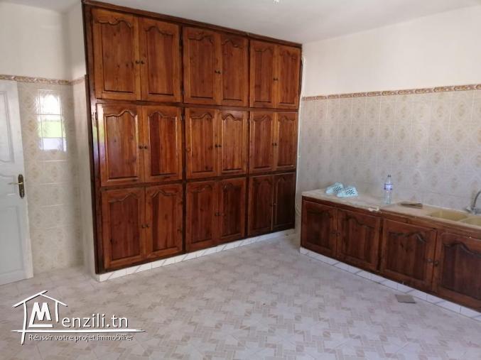 particulier vend une belle maison de 3 etage situé au meilleur cité à fouchena