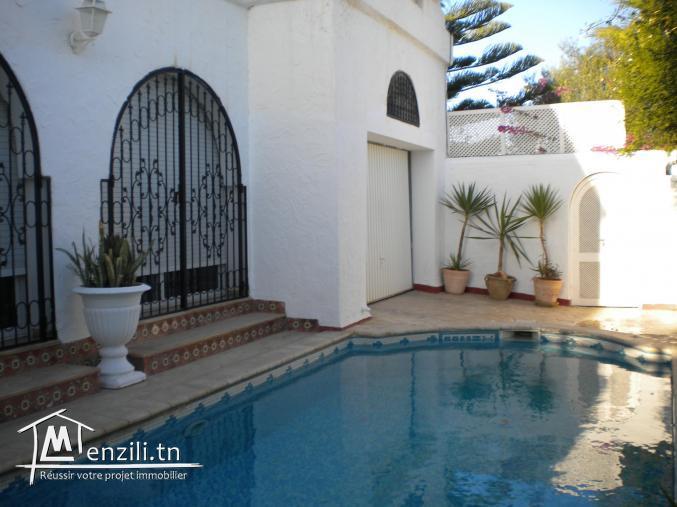 villa de 230 m² avec une terrasse de 45 m² sur un terrain de 350 m² à 700 MDT