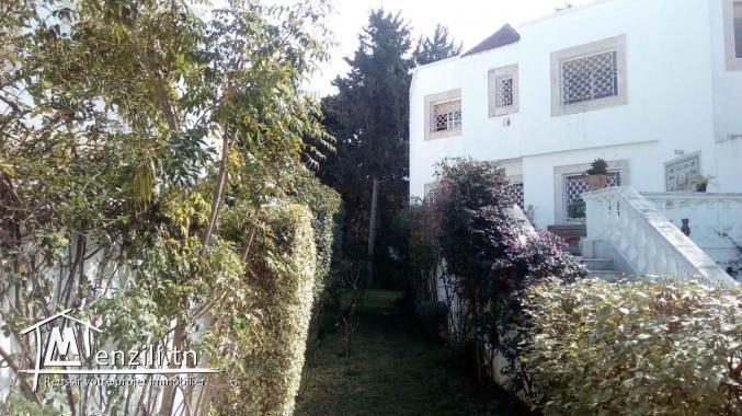 Beau Triplex villa à gammarth