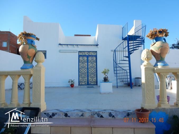 villa et jardin  avec vue panoramique sur la mer