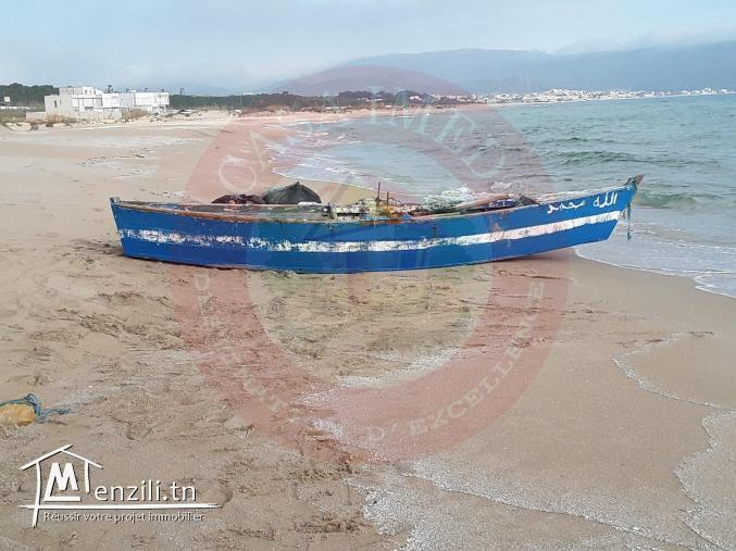 للبيع :قطعة أرض حاضرة للبناء على البحر : شط دار علوش