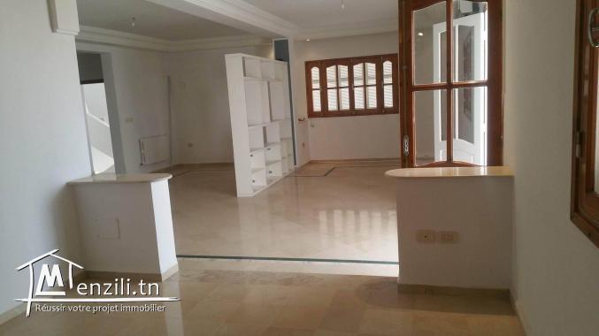 A louer un joli étage de villa à KHZEMA