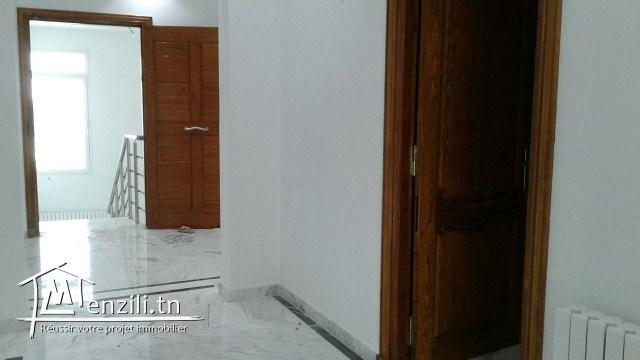 A louer à l'année un joli étage de villa à KHZEMA Oest