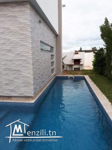 Vente : Villa de très Haut standing avec piscine à Gammarth Forêt