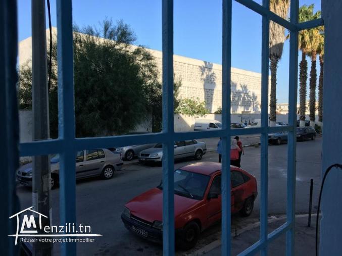 Appartement, 2 pièces à El Hafsia (devant l'école primaire)