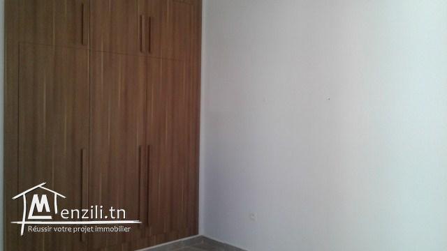 A louer à l'année un joli appartement à Sahloul 4