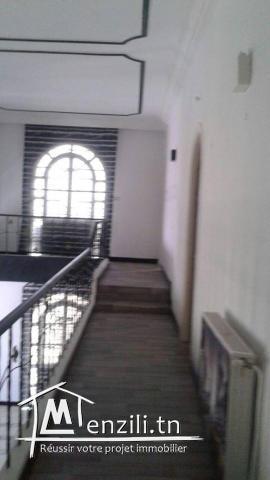 A louer à l'année un joli duplex à Khezama