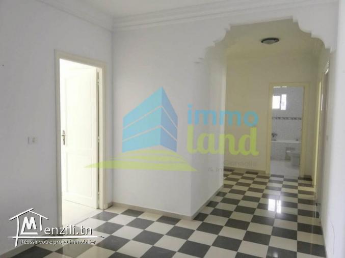 Villa de 320 m2 sur deux niveaux à Riadh Andalous