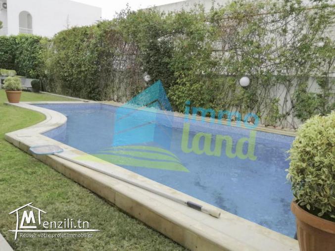 villa de 690 m2 sur un terrain de 520 m2 à Menzah 8