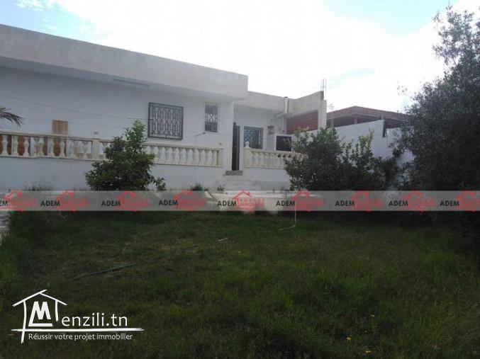 Villa indépendante avec garage et jardin