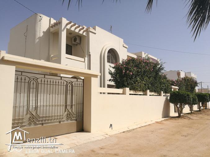 Villa à vendre route tbolbi km4 Bouzaine