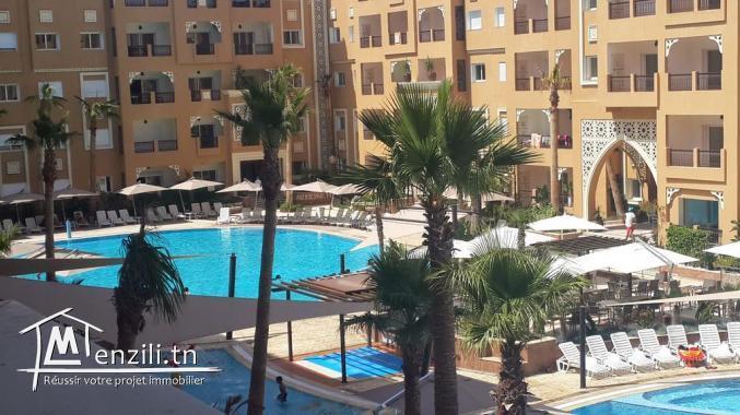 bel appartement vue de piscine