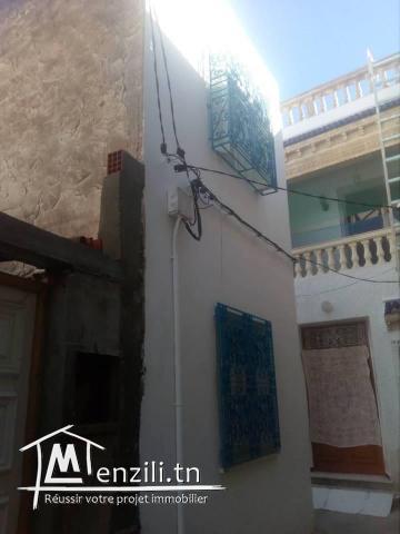 une maison superpose sur deux  niveaux en plein centre ville hammamet