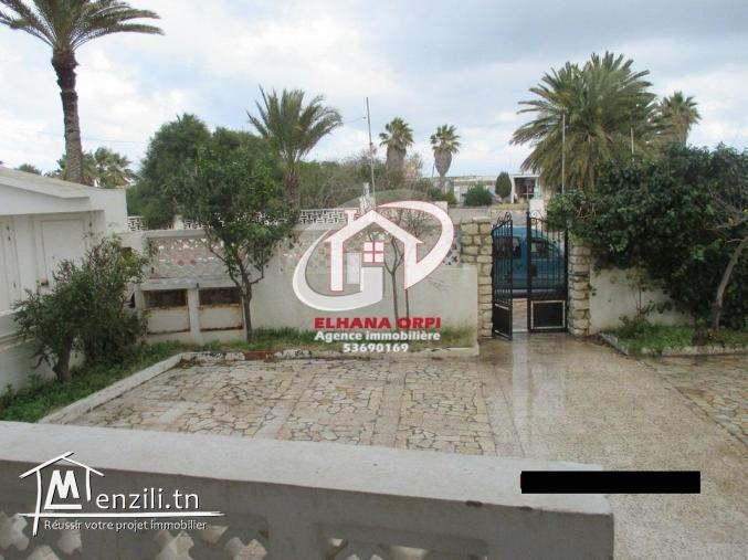 RDC d'une villa à vendre à mahdia