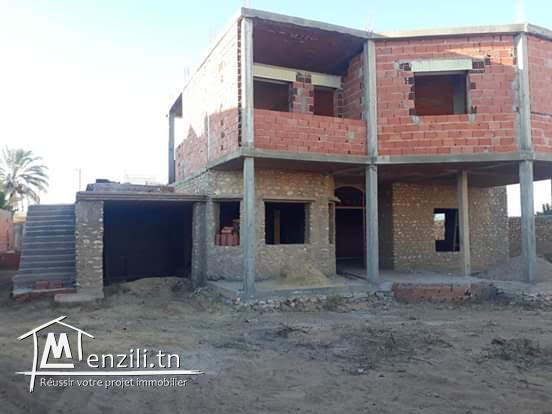 une villa inachevée de deux étages