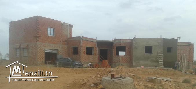 a vendre villa inachevée de surface couvert 340 m² sur terrain 900 m²