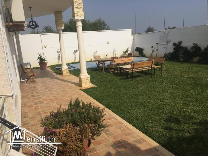VILLA 400m² avec jardin de 200 m² et piscine