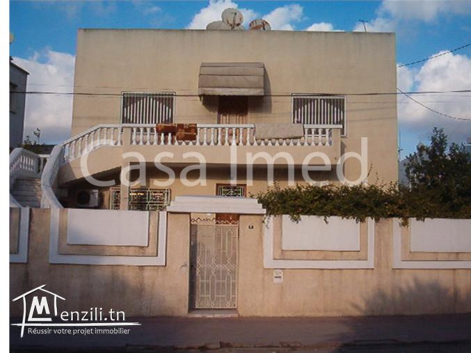 une villa de deux étages située à Beb saadoun
