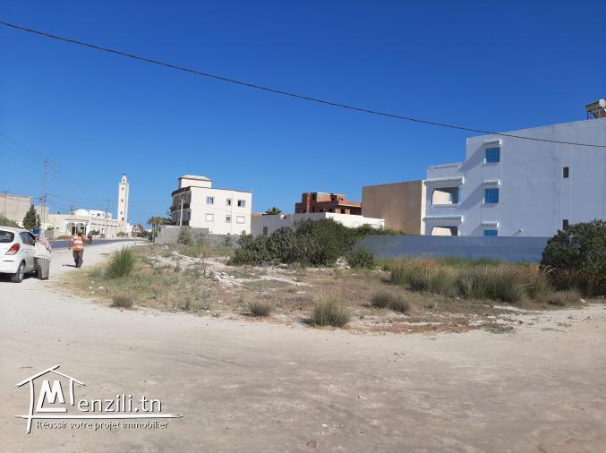 Terrain sur la route borj khdija près du port