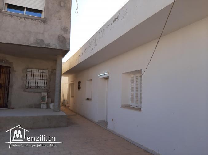 Villa accompagnée d'une petite maison et terrasse
