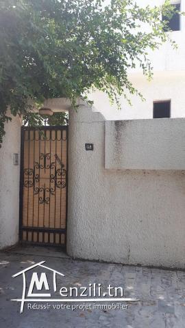 Villa à el manar 2 sur trois étages avec trois titres bleus