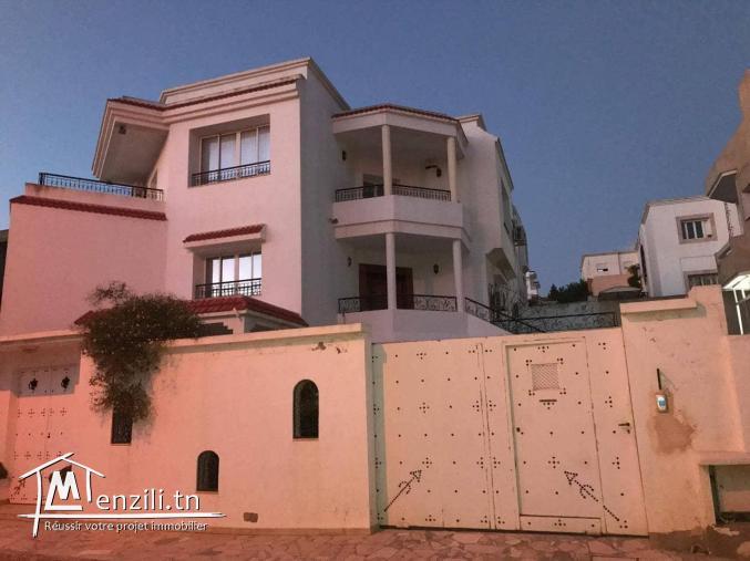 Villa de 660m2 à Cité Ennasr Direct particulier