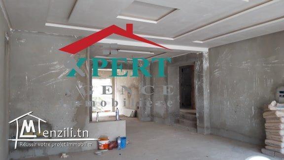 une Villa duplex de haut standing inachevée  à Dkhila Monastir
