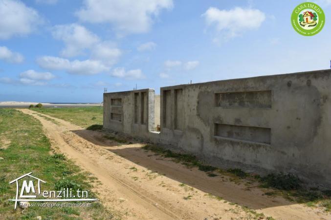 Terrain à plage dar allouch  Tél : 26233701