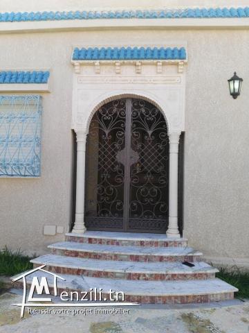 Villa dans un quartier tres calme a soukra (Choutrana 3)