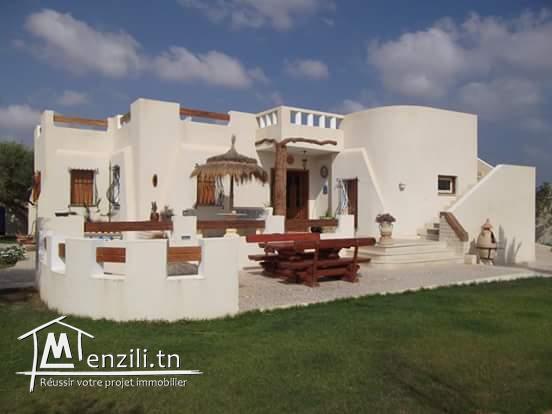 Belle villa à vendre à Houmt souk de  780 m2