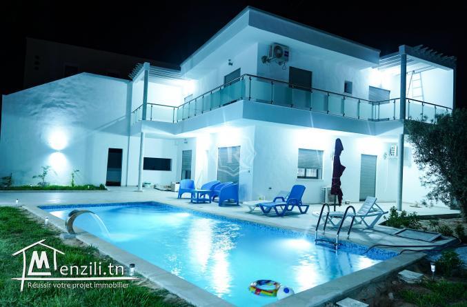 Villa impressionnante avec piscine a Djerba Midoun à vendre