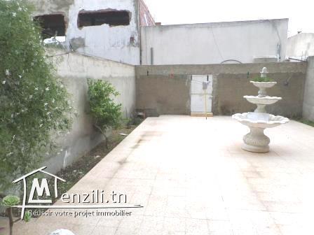 Duplex 320 m² sur un terrain de 223 m² à Mégrine Riadh