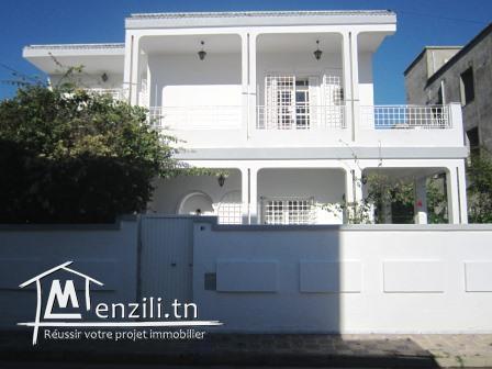 Villa de 300 m²  sur un terrain de 441 m² à Radès Méliane