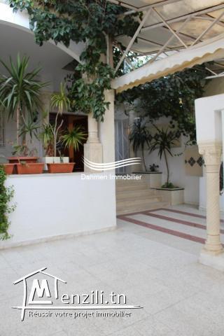 Villa Et Deux Appartements à vendre à hay riadh