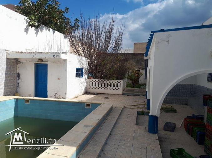 Villa s+3 a boukornine avec piscine