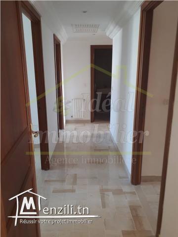 A vendre appartement S4 à Ennasr
