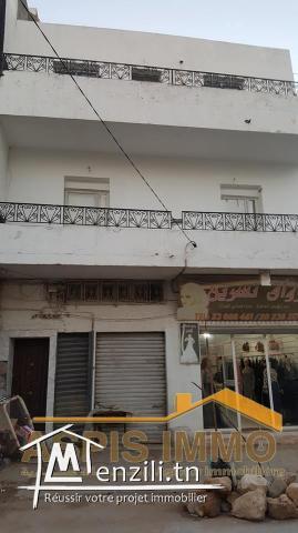 Maison avec trois garage et appartement à kelibia