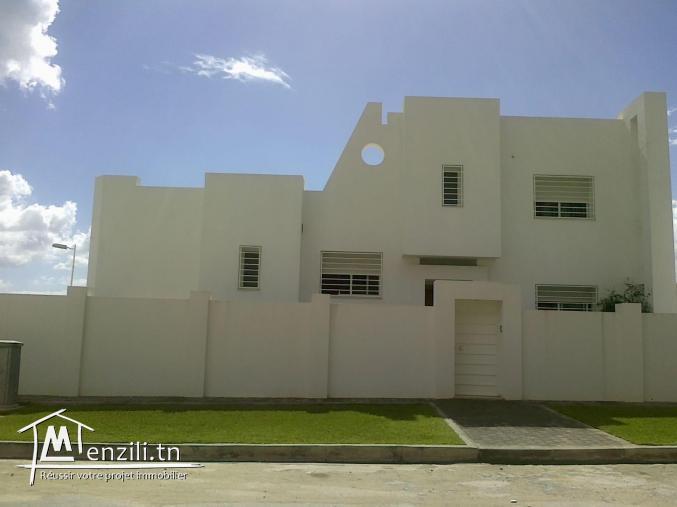 A vendre à Jardin d'El Menzah 2 Villa Inachevée