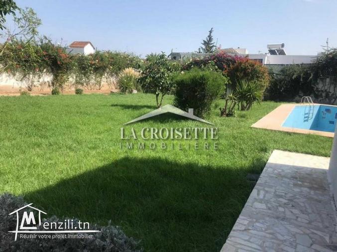 Villa avec piscine S+5 à la soukra Ref MVL0336