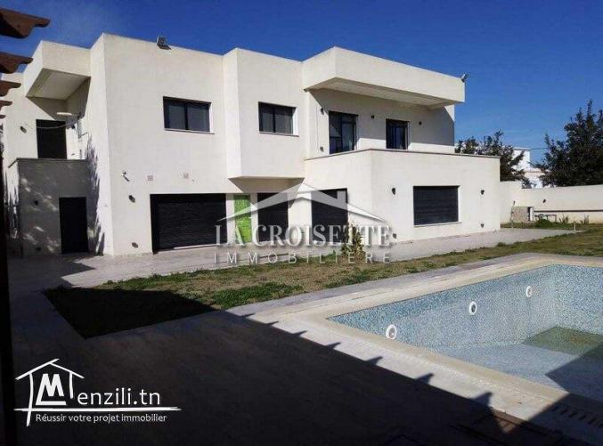 Villa avec jardin et piscine à la soukra Ref MVL0089