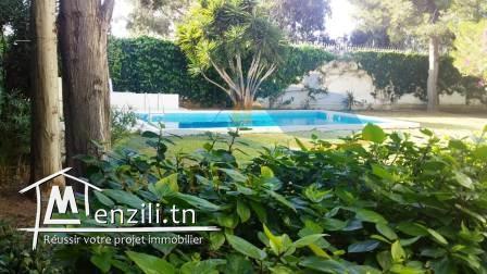 villa-location a marsa gammarth avec picisine et jardin