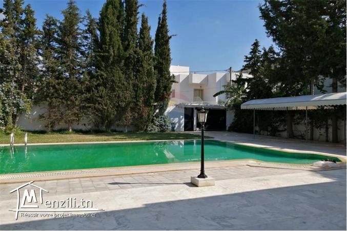 villa S+6 avec piscine a soukra
