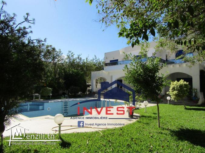 Villa avec piscine en face Golf Gammarth