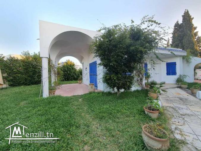 Une belle villa avec un garnd jardin Jinene Hammamet