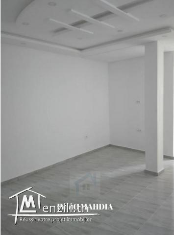 """location """"annuelle """" un étage de villa haut standing vide en """"S+2"""""""