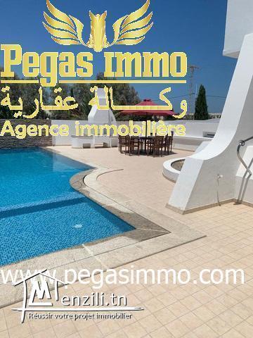 A louer une maison haute standing avec piscine