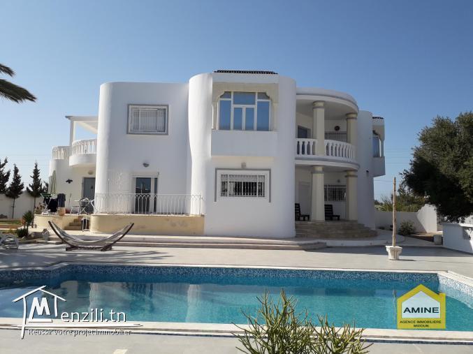 A vendre une belle villa +piscine, titre bleu zone urbaine à Djerba Midoun